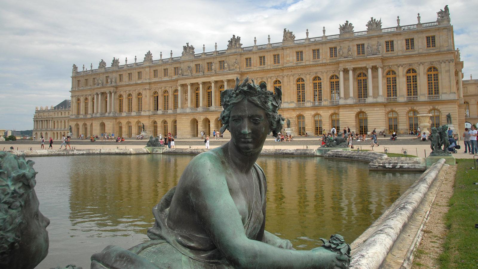 Schloss Versailles: Allegorie der Marne vor dem Corps de Logis. Foto: Hilke Maunder