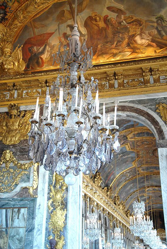 Schloss Versailles: Leuchter im Spiegelsaal. Foto: Hilke Maunder