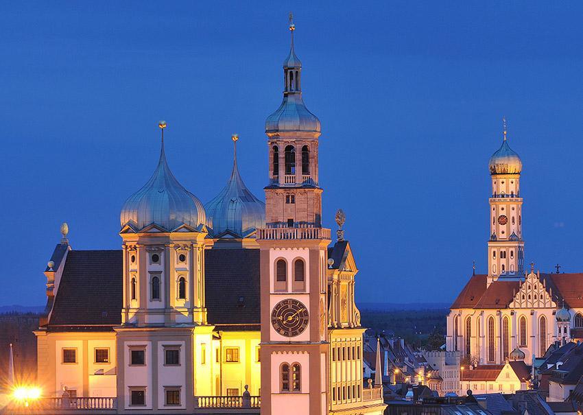 Augsburg_Rathaus mit Perlauchturm und St. Ulrich_credits_Regio Augsburg Tourismus