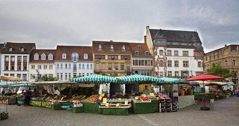 Der Landauer Markt. Foto; Christian Ernst. Bildarchiv Südliche Weinstrasse e.V