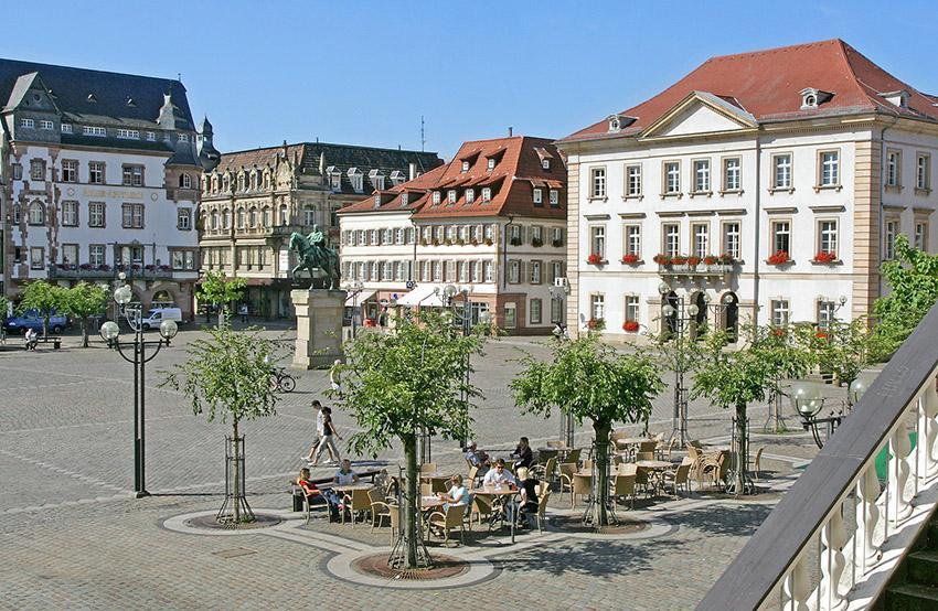 Der Rathausplatz von Landau. Foto: Stadt Landau in der Pfalz.