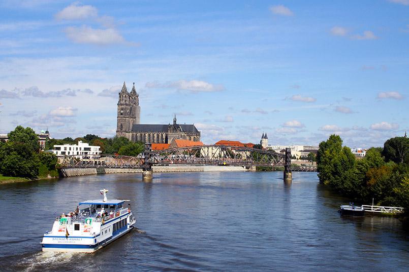 Magdeburg: Stadtansicht mit Dom und Elbe