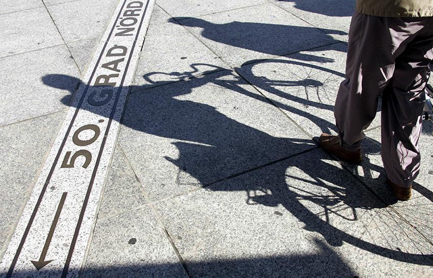 Der 50. Breitengrad auf dem Gutenbergplatz. Foto: Landeshauptstadt Mainz.