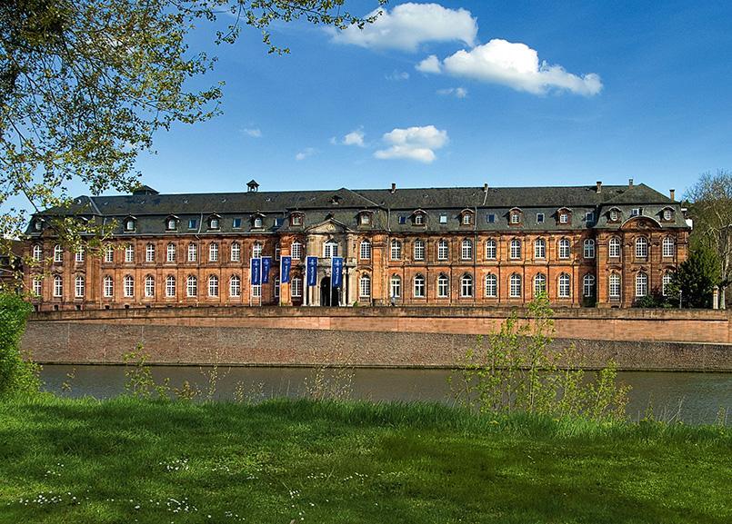 Saarbrücken: die Hauptverwaltung von Villeroy & Boch in Mettlach