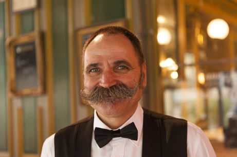F_Aix-en-Provence_Brasserie 2 Garçons_Ober_credits_Hilke Maunder