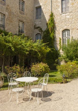 f_bourg-saint-andeol_palais-des-eve%cc%82ques_garten_1hilke-maunder