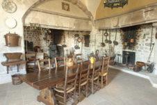 f_bourg-saint-andeol_palais-des-eve%cc%82ques_ku%cc%88chehilke-maunder