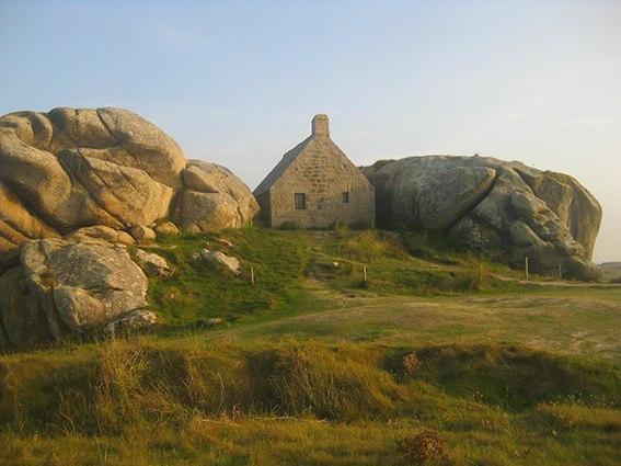 F_Bretagne_cote-des-legendes-meneham_©Ester Finis
