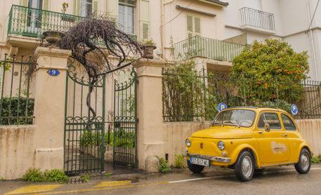 F_Cannes_Wohnstraße mit Fiat 500_credits_Hilke Maunder