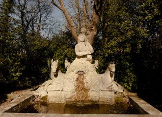 F_Château Roquelune_Park_Brunnen_2©Hilke Maunder
