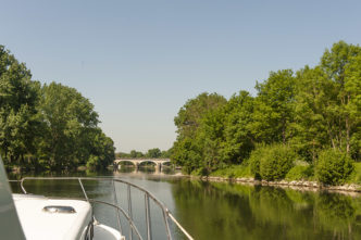 F_Charente_Hausboot_Brücke_4_credits_Hilke Maunder