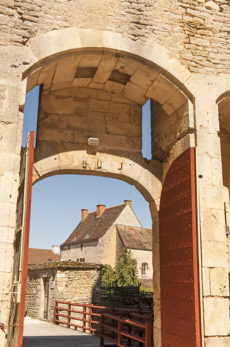 F_Chateauneuf-en-Auxois_Château_1_credits_Hilke Maunder