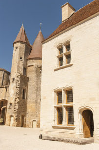 F_Chateauneuf-en-Auxois_Château_2_credits_Hilke Maunder