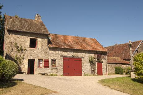 F_Chateauneuf-en-Auxois_Dorf_2_credits_Hilke Maunder