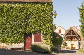 F_Chateauneuf-en-Auxois_Dorf_5_credits_Hilke Maunder