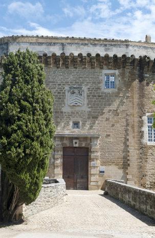 F_Drôme_Suze-la-Rousse_Château_Porte d'Entrée_©Hilke Maunder
