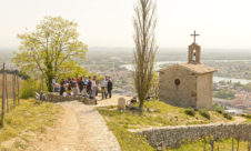 F_Drome_Tain_Hermitage_Kapelle_Picknick_Gruppe_2_credits_Hilke Maunder