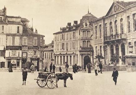 F_Gers_Auch_Place de la Liberation_historisch_1_credits_Hilke Maunder