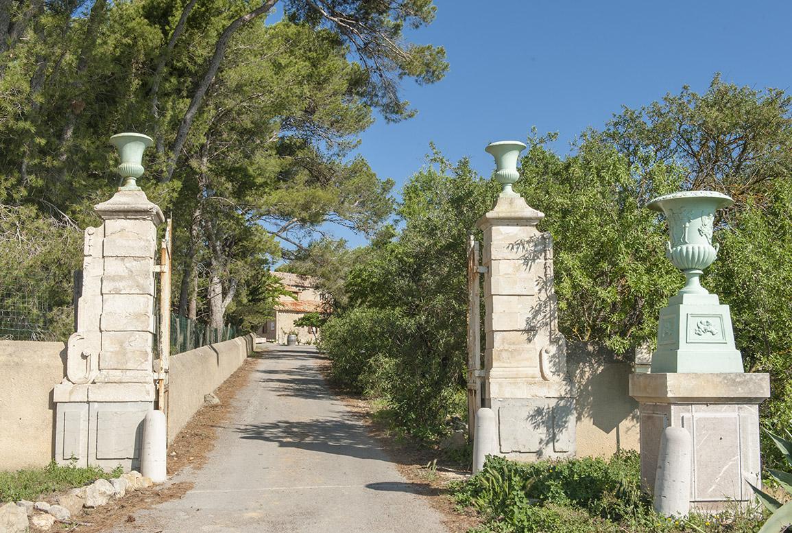 Die Einfahrt zum Château Le Bouïs. Foto: Hilke Maunder