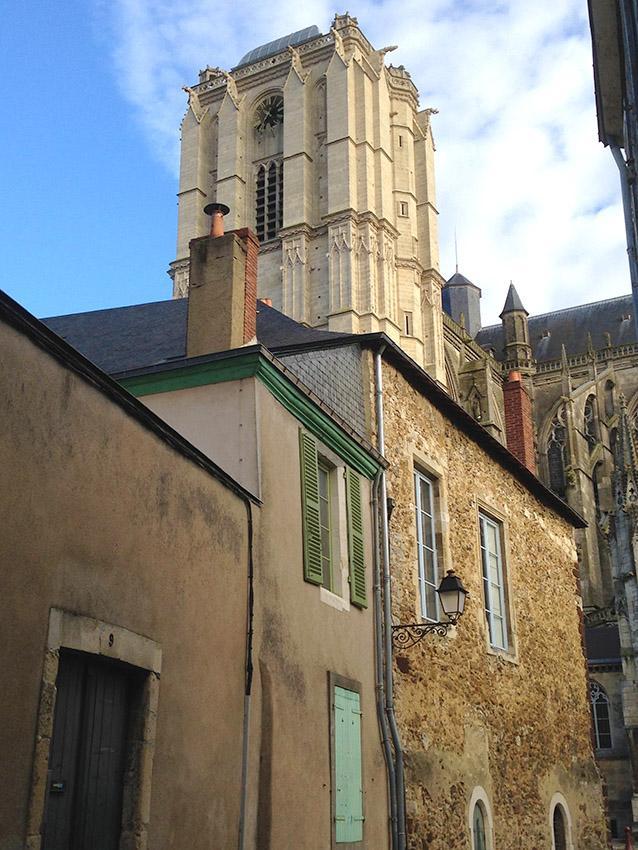 Die Kathedrale von Le Mans überragt die mittelalterliche Cité. Foto: Hilke Maunder
