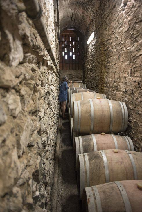 In den Weinkellern rund um Cosprons lagert Rancio in den Fässern.