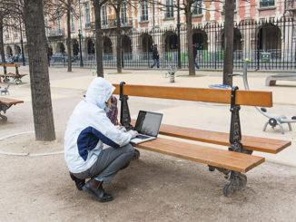 In vielen Pariser Parks gibt es kostenloses WLAN.