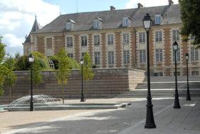/F/Picardie/Somme/Amiens: Pltz hinter der Kathedrale hin zum Saint-Leu Viertel