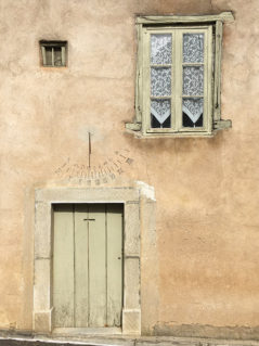 F_Rennes-le-Château_Fassade_Sonnenuhr_©Hilke Maunder
