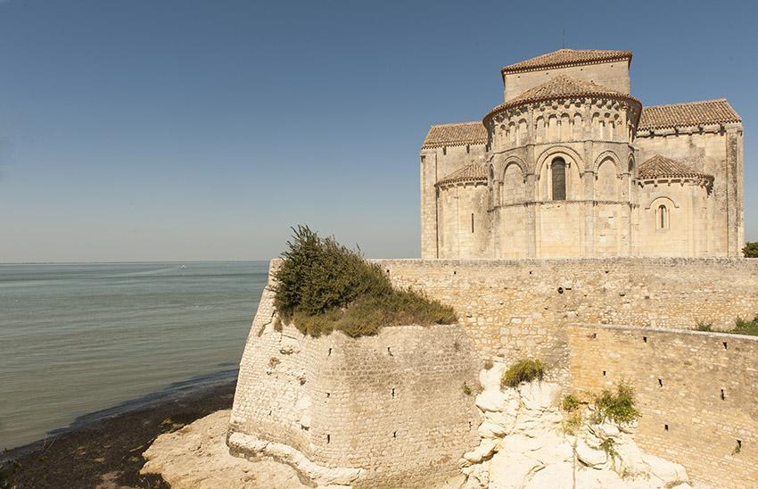 Talmont-sur-Gironde: die romanische Kirche Sainte-Radegonde. Foto: Hilke Maunder