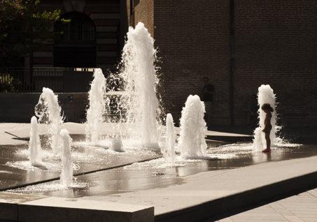 F_Toulouse_Place Général de Gaulle_Fontaine_Donjon_credit_Hilke Maunder