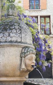 F_Vaison-la-Romaine_Bourg_Brunnen_©Hilke Maunder