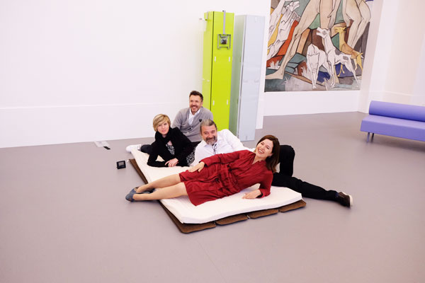 Kuratorin Katia Baudin mit Bruno Domeau, Constanze Zawadzky (Volontärin des Kunstmuseums) und Philippe Pérès
